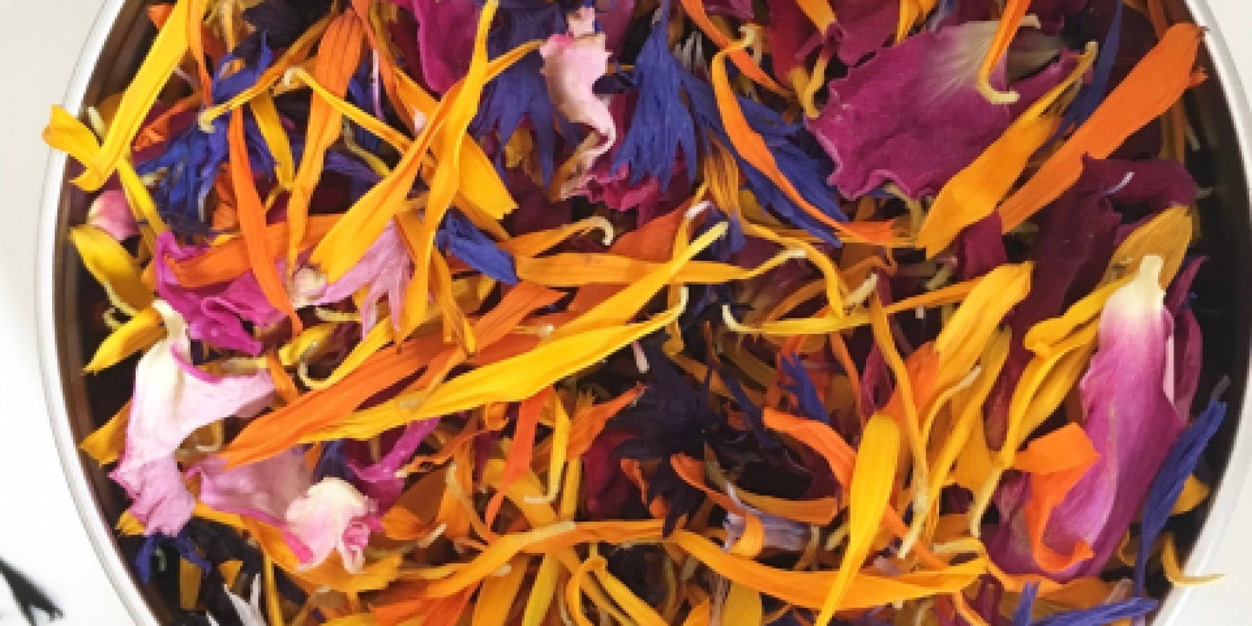 Dried edible flowers for cooking and decorating cakes. Buy dried edible flowers.