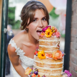 Buy edible flowers for wedding cakes from Maddocks Farm Organics