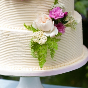Edible Flowers for Wedding Cakes and Weddings
